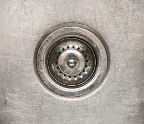 can boiling water unclog a drain?