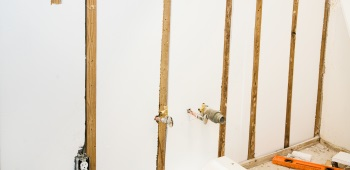 wall insulation around plumbing